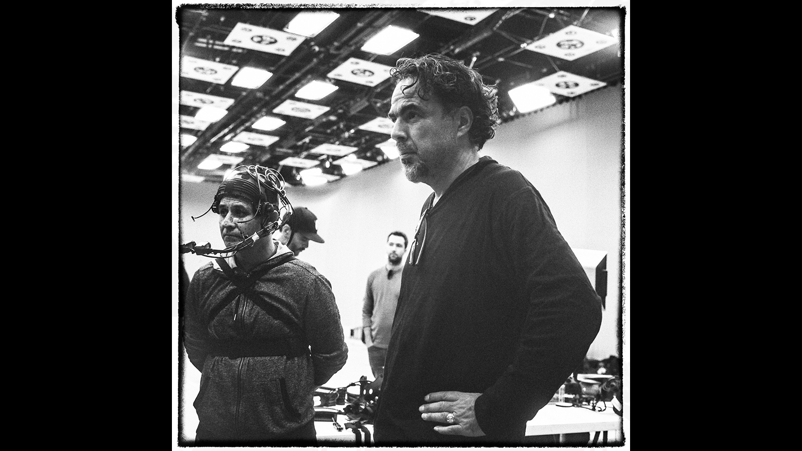 Alejandro G. Iñárritu (right) directing the virtual-reality project <em>Carne y Arena</em>