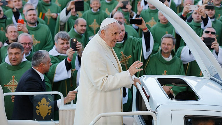 LEO Family System Connects Pope Francis to Lithuanian Faithful at Open-Air Mass